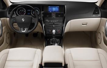 Renault Latitude interior